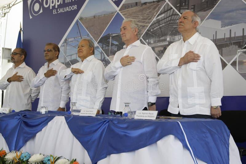 Inauguración de operaciones en El Salvador de la transnacional, filme OPP fotografia de stock