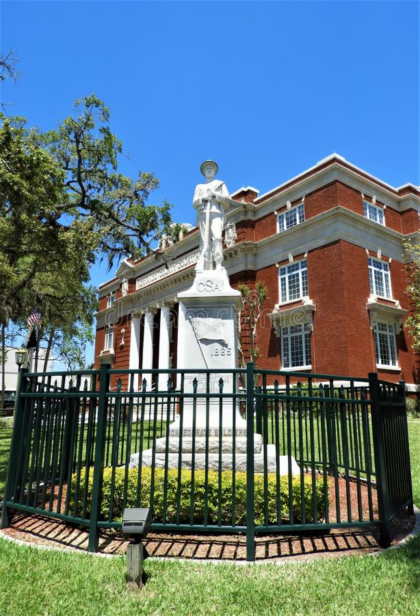 Inbördeskrigstaty framme av Hernando County Courthouse royaltyfri foto