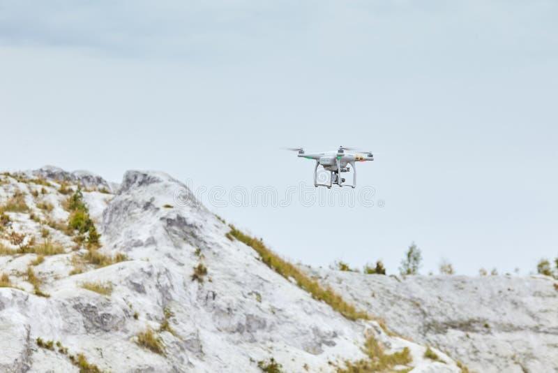 Inbillad PRO-professionell för surrquadrocopter royaltyfri foto