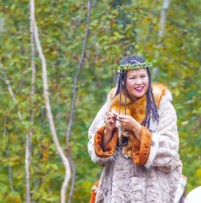 Inboorling die van Kamchatka op Alhalalay dansen royalty-vrije stock foto