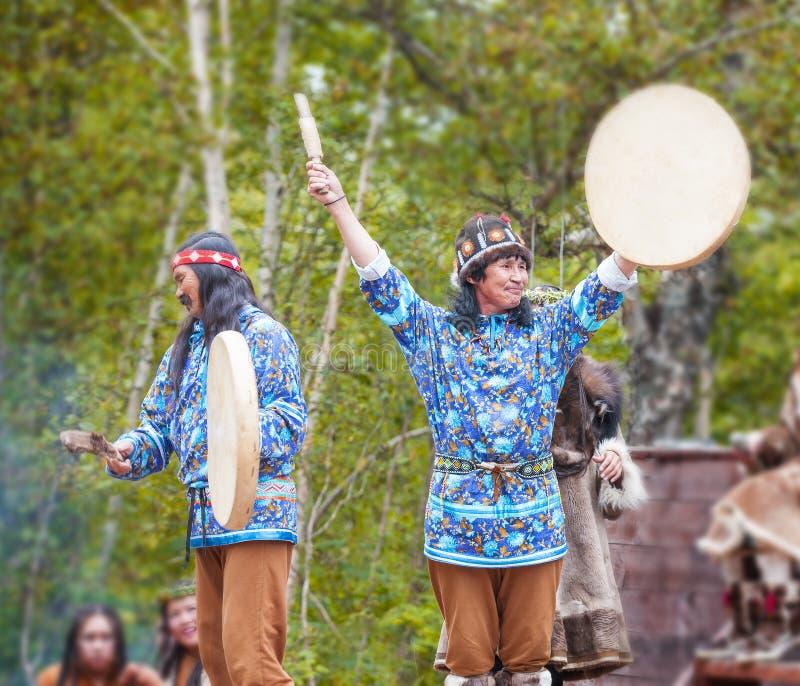 Inboorling die van Kamchatka op dansmarathon dansen royalty-vrije stock foto