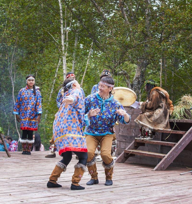 Inboorling die van Kamchatka op dansmarathon dansen royalty-vrije stock fotografie