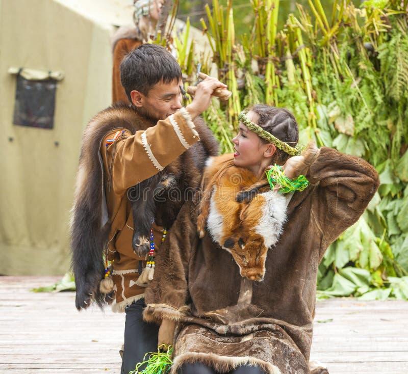 Inboorling die van Kamchatka op feest dansen royalty-vrije stock foto's