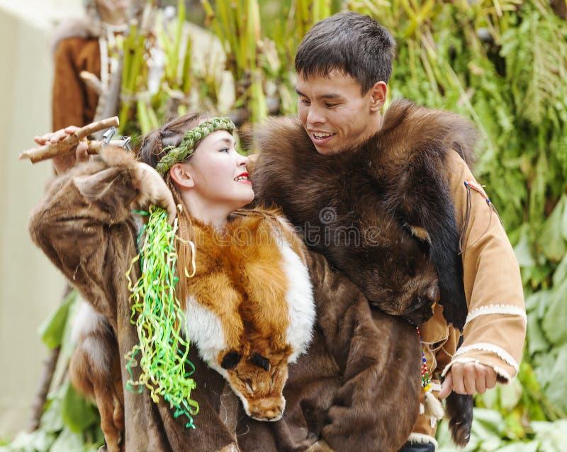 Inboorling die van Kamchatka op feest dansen royalty-vrije stock afbeelding