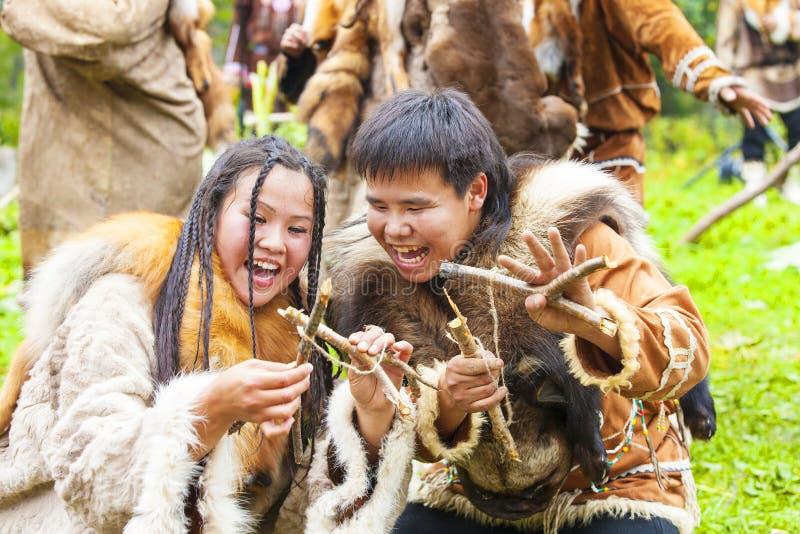 Inboorling die van Kamchatka op feest dansen royalty-vrije stock fotografie