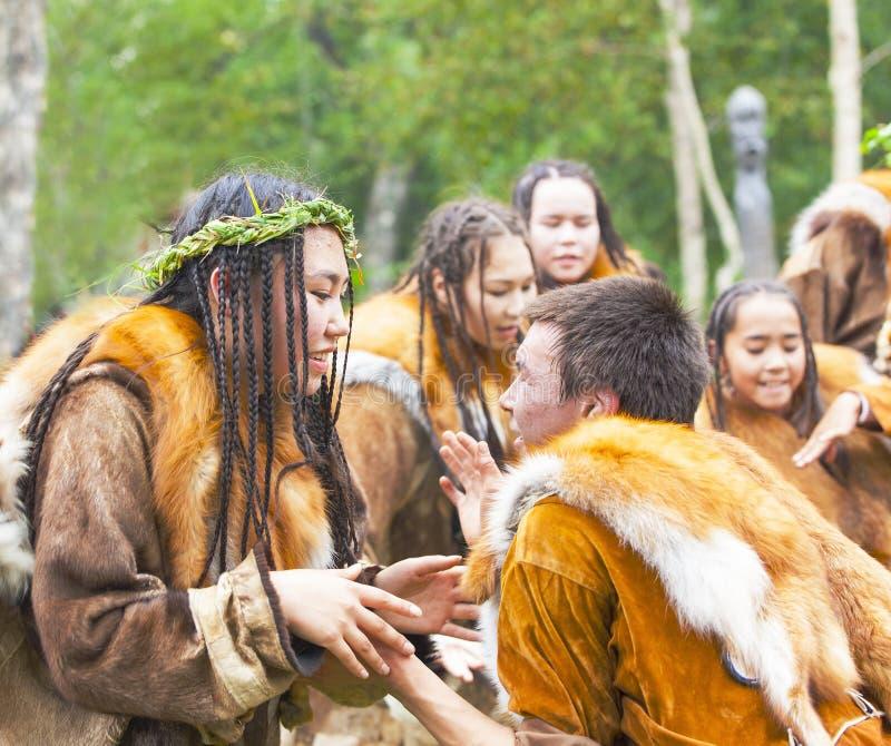 Inboorling die van Kamchatka op feest dansen royalty-vrije stock foto