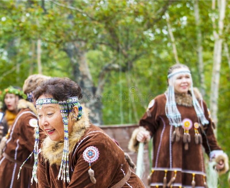 Inboorling van het dansen van Kamchatka stock foto's