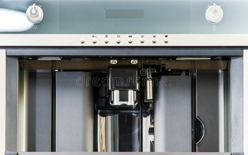 Inbyggd kökkaffemaskin royaltyfria foton