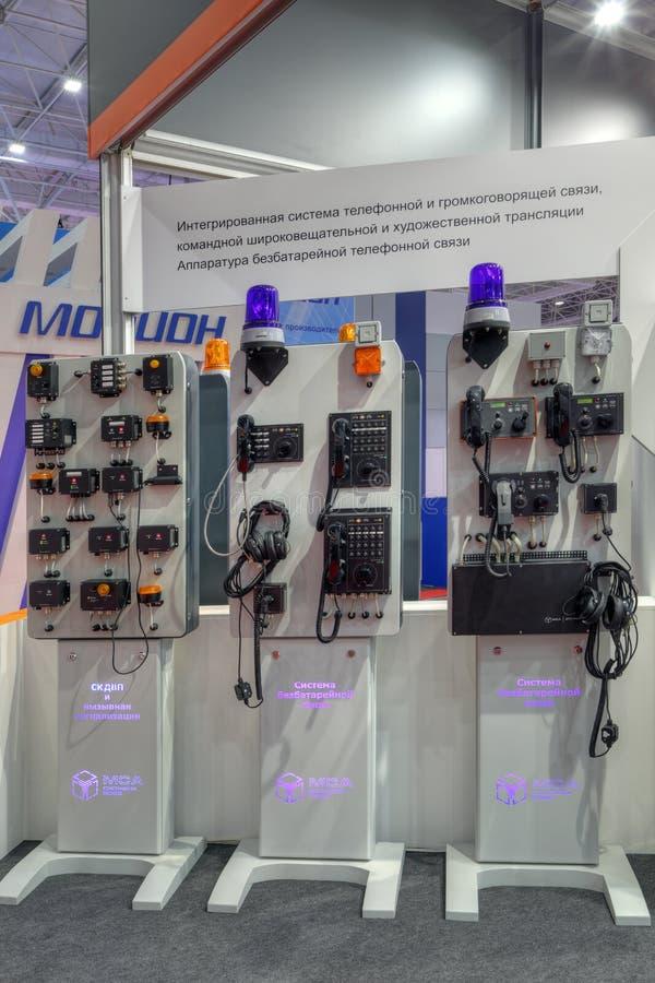 Inbyggda batteri-fria telefon- och speakerphonesystem royaltyfria foton