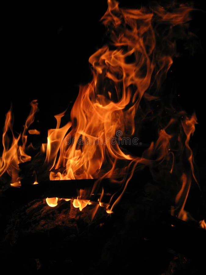 Download Incêndio foto de stock. Imagem de bonfire, energia, madeira - 540340