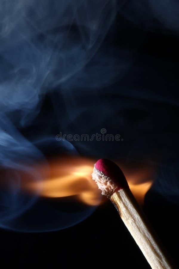 Incêndio - Burning do fósforo imagens de stock royalty free