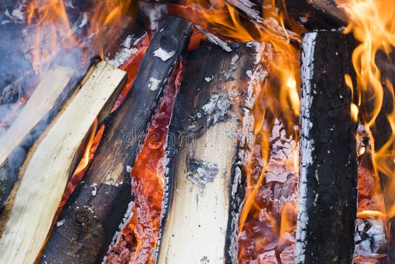Incêndio de madeira do acampamento fotos de stock