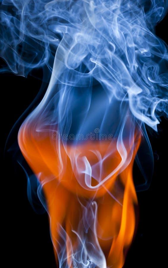 Incêndio e fumo imagens de stock