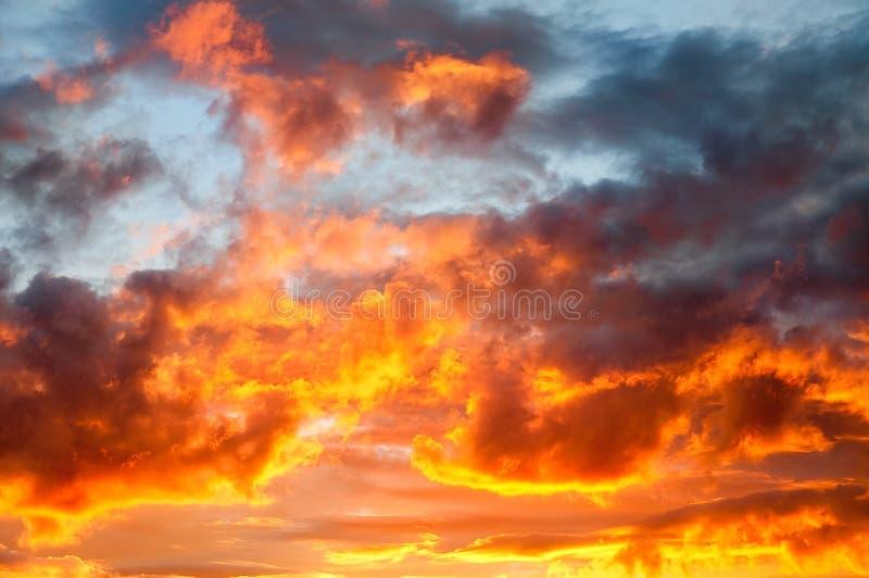 Incêndio no céu imagem de stock
