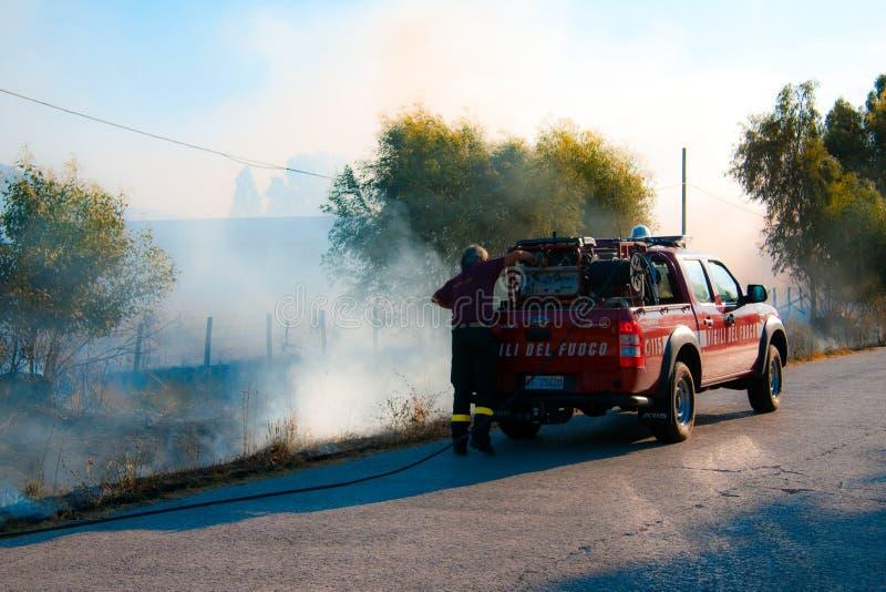 Incêndios violentos em Toscânia, Italy imagens de stock