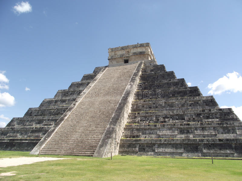Inca pyramid in chitchen itza stock images