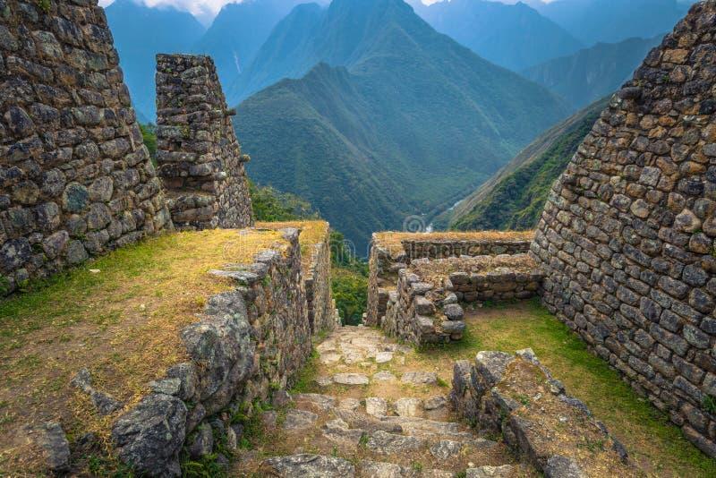 Inca Trail, Peru - 3 de agosto de 2017: Ruínas antigas de Winay Wayna fotografia de stock