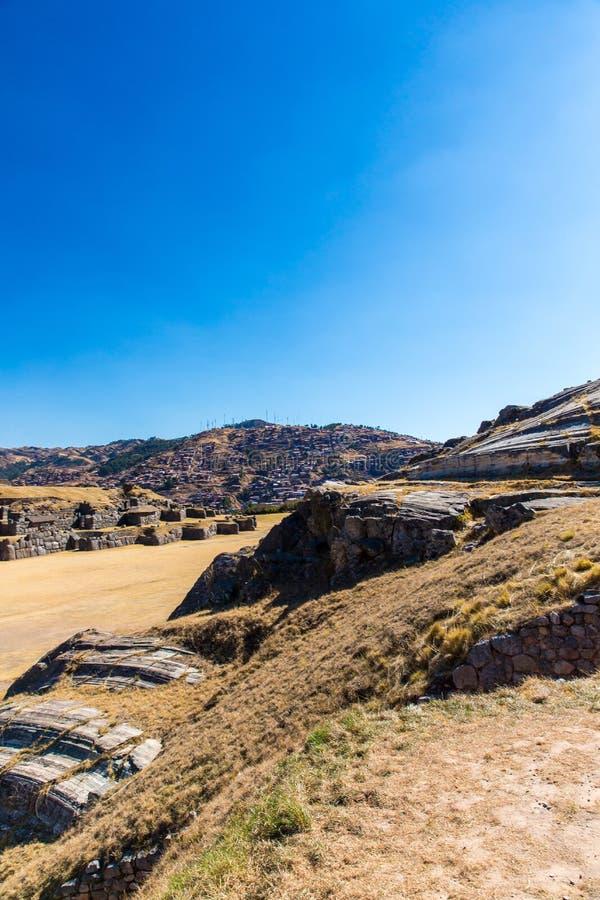 Inca Wall en SAQSAYWAMAN, Perú, Suramérica. Ejemplo de la albañilería poligonal. fotos de archivo