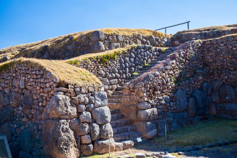Inca Wall en SAQSAYWAMAN, Perú, Suramérica. Ejemplo de la albañilería poligonal. La piedra famosa de 32 ángulos imagenes de archivo