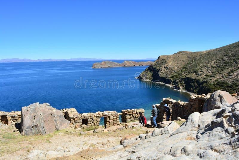 Incaen fördärvar på den Isla del Sol ön, i Titicaca sjön, Bolivia royaltyfria bilder