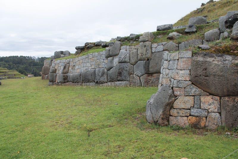 Incan väggar i Sacsayhuaman arkivfoto