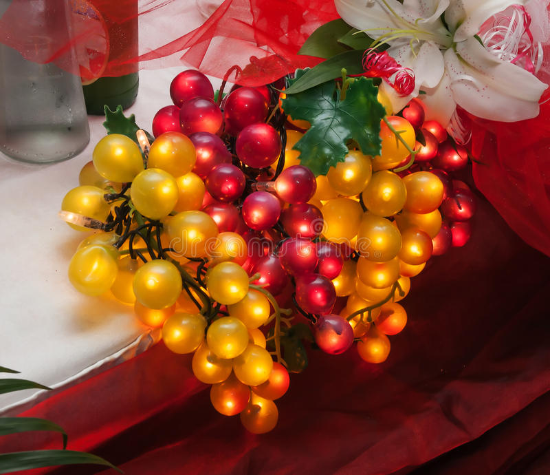 Download Incandescência Artificial Das Uvas Imagem de Stock - Imagem de tabela, fruta: 26516957