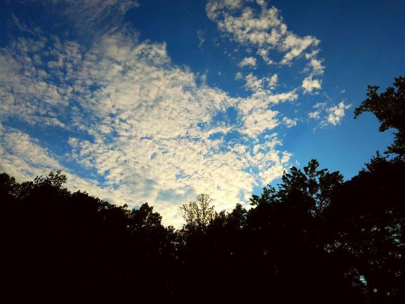Incandescência brilhante das nuvens fotos de stock royalty free