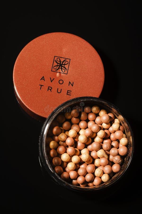 Incandescenza di Avon che bronza le perle isolate su fondo scuro fotografia stock libera da diritti