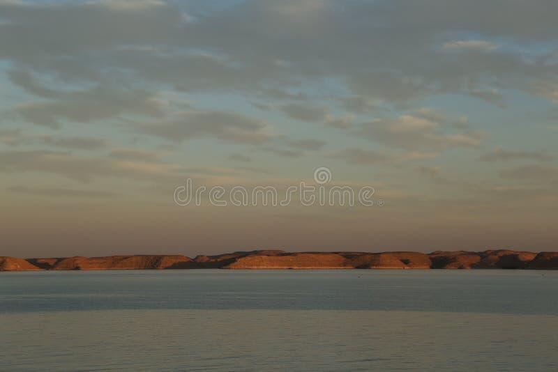 incandescenza di sera ed il Mar Rosso immagine stock