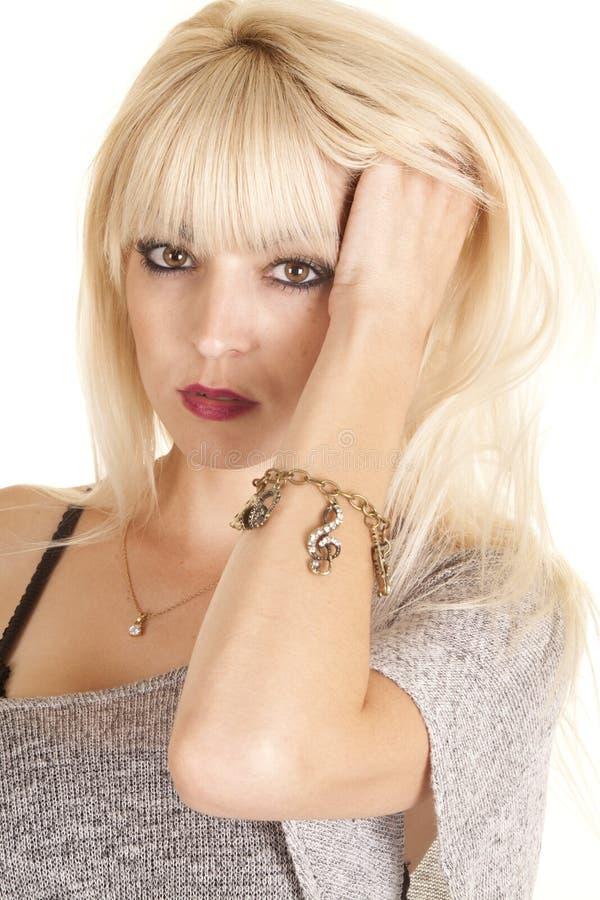 Incanti sensuali del braccialetto della donna immagine stock