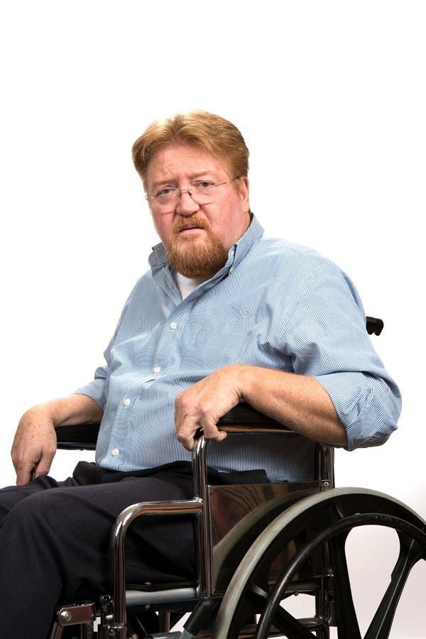 Incapacités d'homme dans le fauteuil roulant image libre de droits