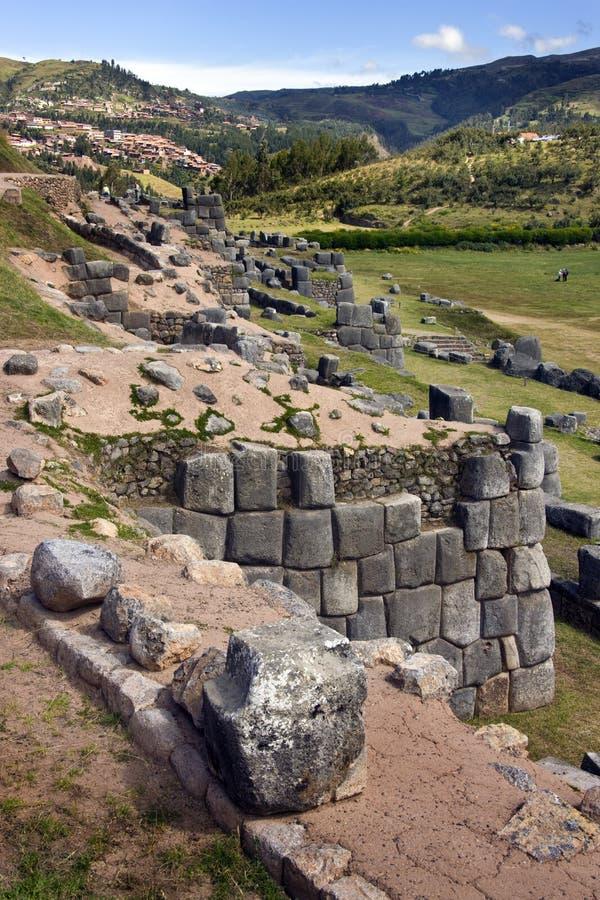 Incastenhuggeriarbete - Sacsayhuaman nära Cuzco i Peru fotografering för bildbyråer