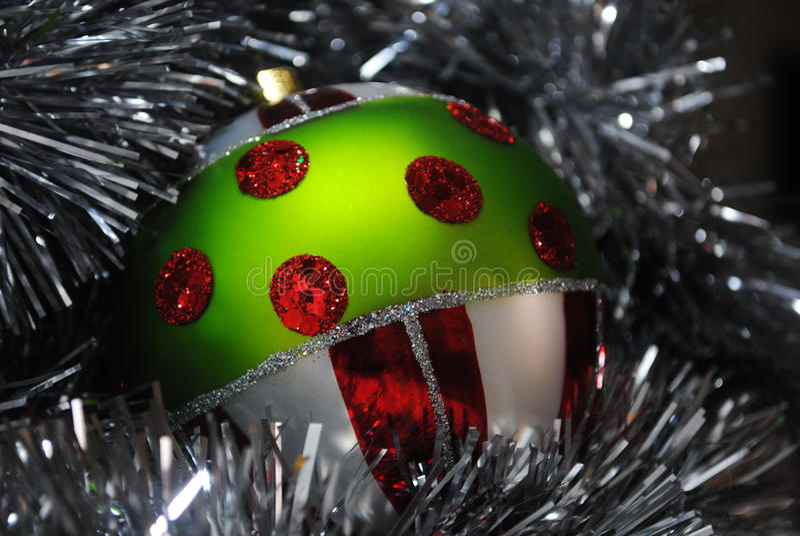 Incastramento della bagattella di Natale in lamé d'argento 8 fotografia stock libera da diritti