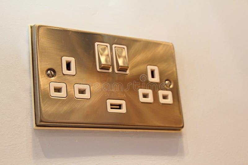Incavo di alluminio spazzolato del commutatore della parete immagini stock libere da diritti