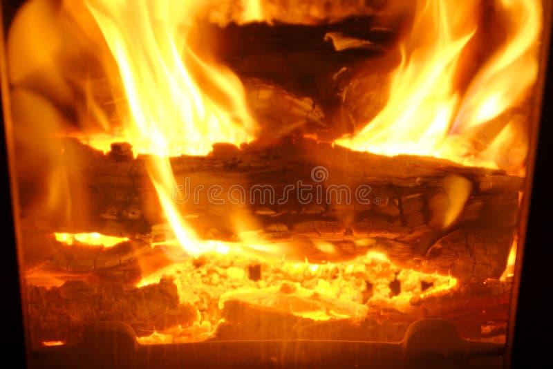 Incendie Bois brûlant dans la cheminée Incendie lumineux photographie stock libre de droits