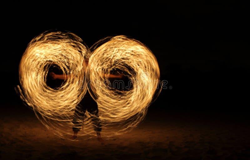 incendie d'obscurité de danseur photographie stock libre de droits