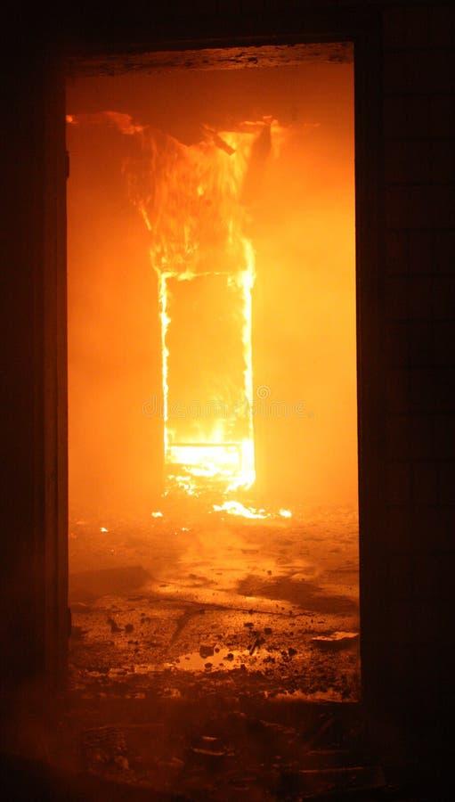 Incendie dans la construction photographie stock libre de droits