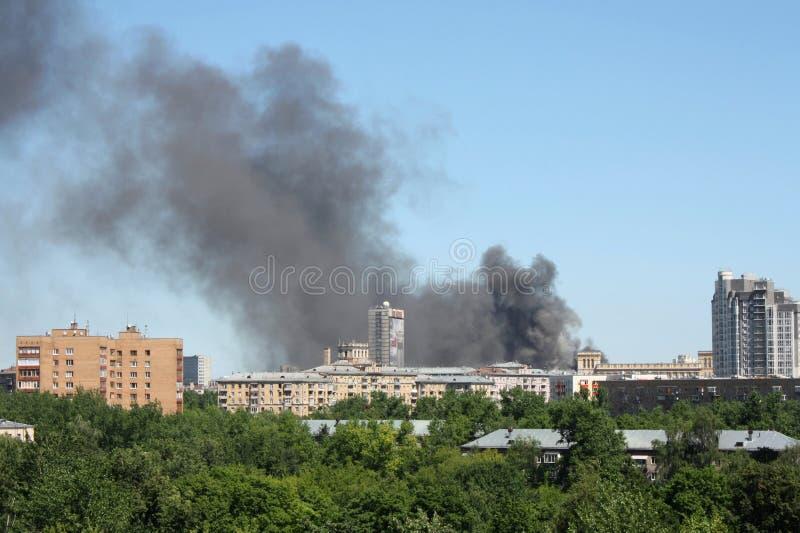 Incendie dans la ville image libre de droits