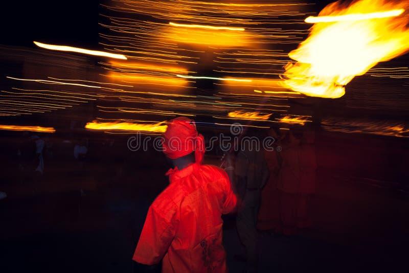 Incendie de fixation d'artiste sur le festival de Peratera à Colombo, Sri Lanka image libre de droits