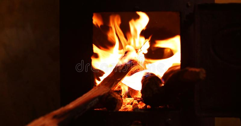 Incendie en bois de camp images libres de droits
