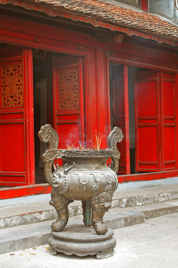 Free Incense Burner Outside A Buddhist Temple Royalty Free Stock Images - 691189