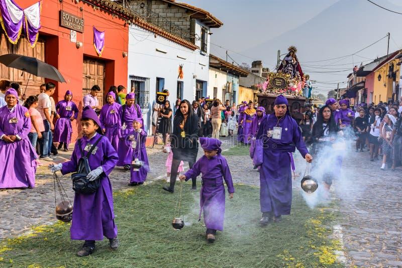 Incenso ardente na procissão santamente de quinta-feira, Antígua, Guatemala imagem de stock royalty free