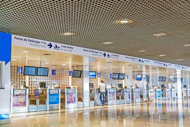Incheckning på flygplatsmadeiran fotografering för bildbyråer
