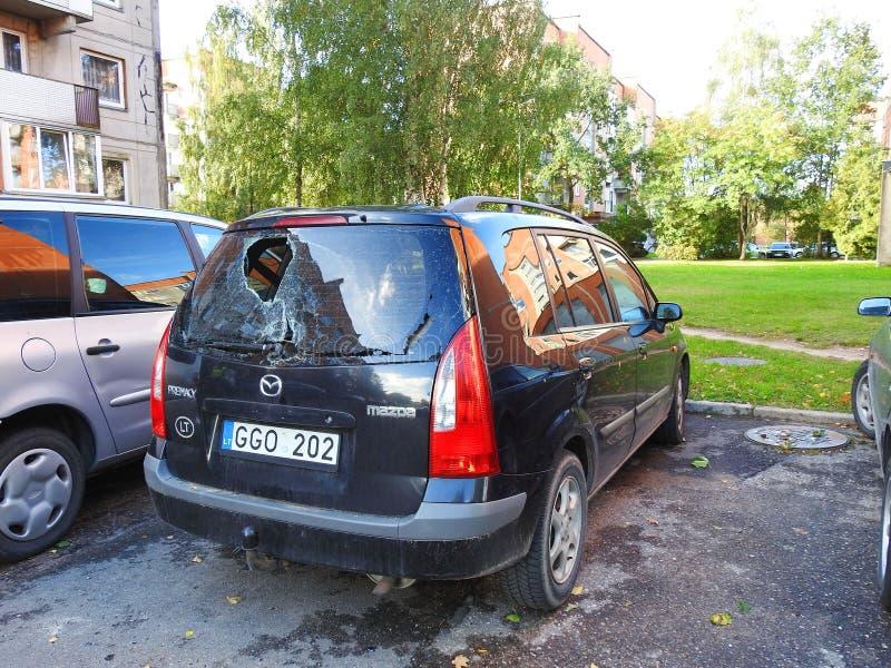 Incidente stradale con il parabrezza rotto alla fine, Lituania immagine stock libera da diritti