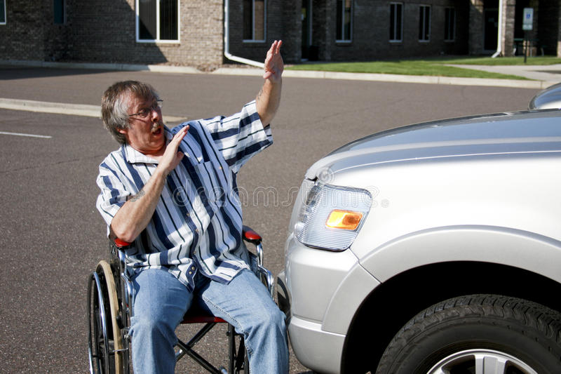 Incidente stradale della sedia a rotelle immagini stock