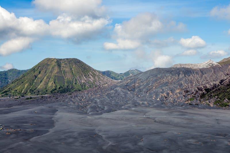 Incinérez les dunes, les volcans de Bromo et de Batok dans la caldeira photo libre de droits