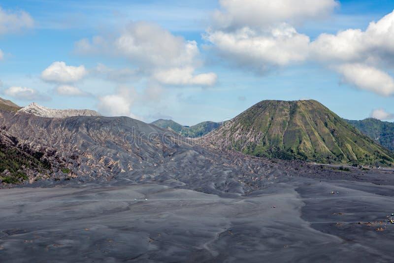 Incinérez les dunes, les volcans de Bromo et de Batok dans la caldeira images stock