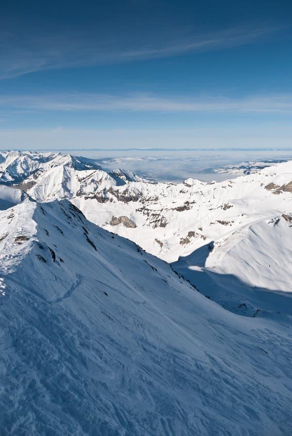Download Inclinação Do Esqui Em Montanhas De Chamonix Imagem de Stock - Imagem de azul, esqui: 16862087