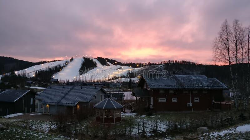 Inclinações e por do sol do esqui de Himos fotos de stock