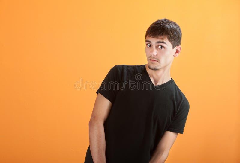 Inclinaciones adolescentes a la cara foto de archivo